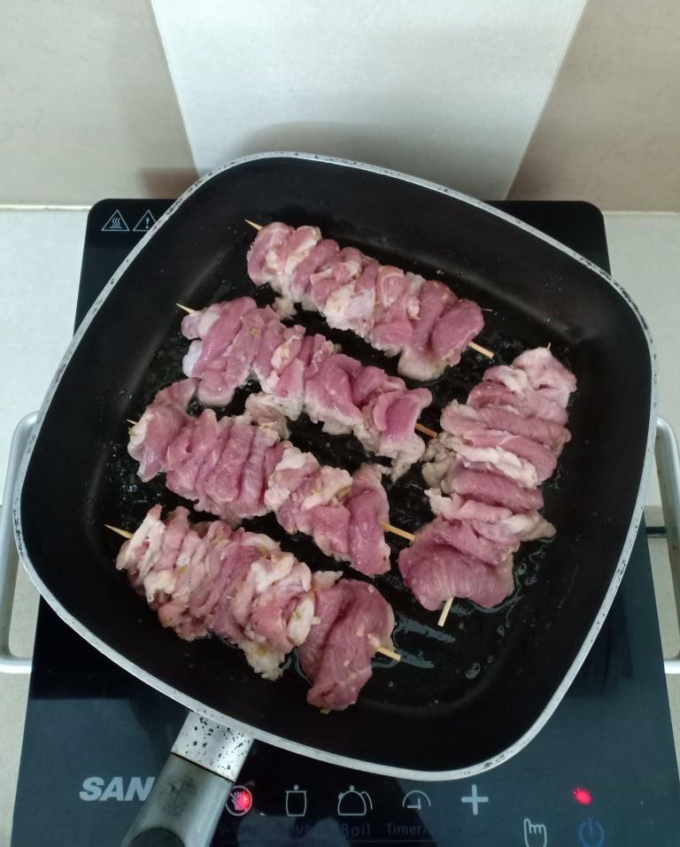 Chẳng cần bếp nướng bạn cũng có thể làm món thịt xiên nướng kiểu Nhật đậm đà thơm ngon - Ảnh 6.