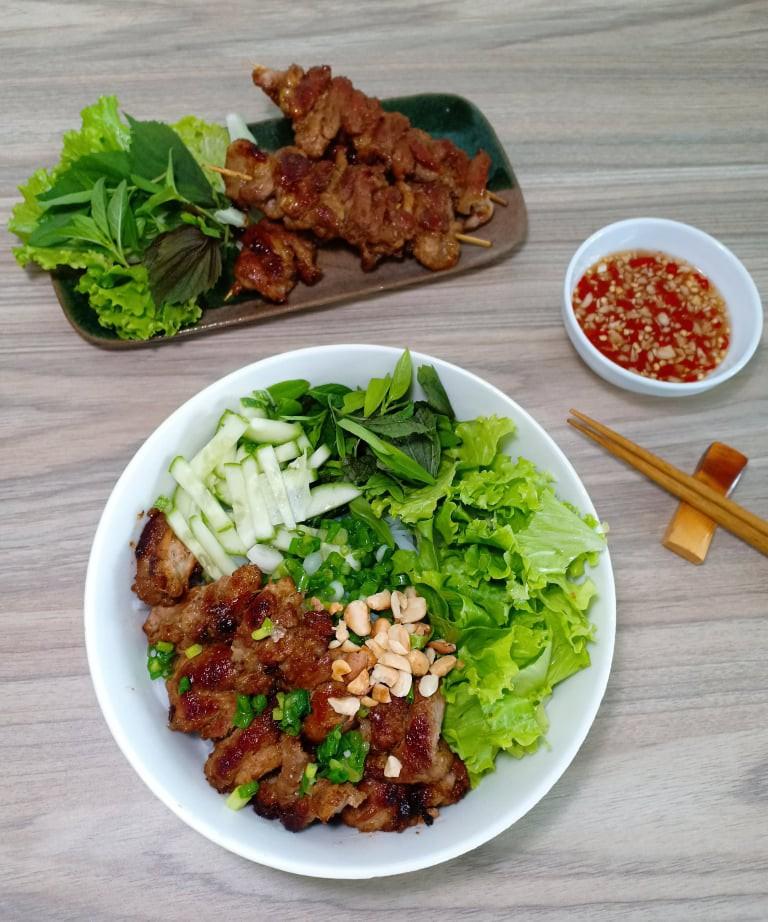 Chẳng cần bếp nướng bạn cũng có thể làm món thịt xiên nướng kiểu Nhật đậm đà thơm ngon - Ảnh 8.
