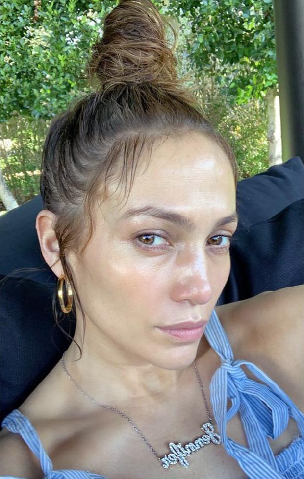 """Đến 50 tuổi, bạn muốn da căng bóng không nếp nhăn như Jennifer Lopez thì hãy ghim ngay 5 tips skincare của """"nữ hoàng sexy"""" - Ảnh 3."""