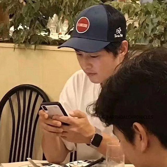 Không chỉ Song Hye Kyo, mà Song Joong Ki cũng đã sớm vứt vụ ly hôn ra khỏi đầu khi công khai làm điều này một cách thoải mái - Ảnh 3.