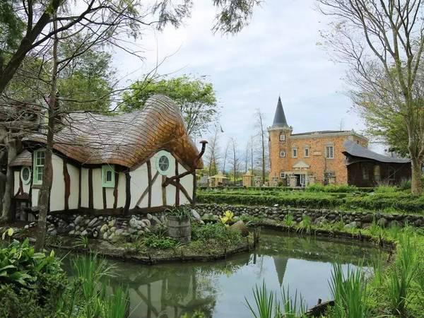Cụ bà 60 tuổi mua 14 mẫu đất cách đây 12 năm để xây dựng lâu đài cổ tích an hưởng tuổi già cùng người thân - Ảnh 3.