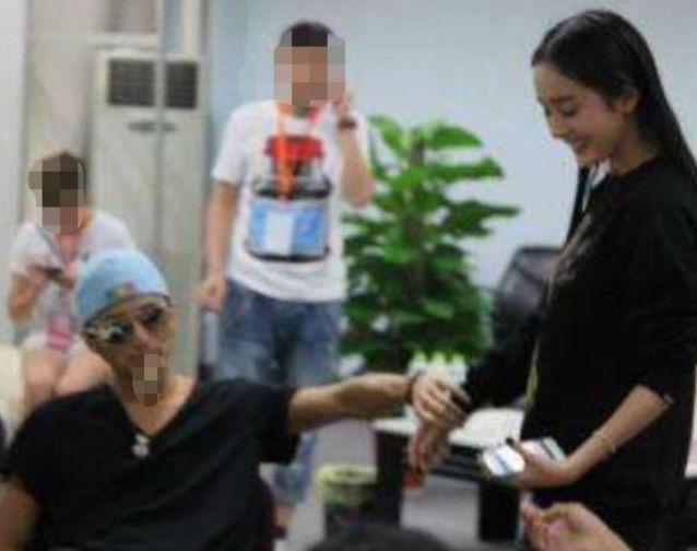 Rộ tin đồn Dương Mịch mang thai con của Tạ Đình Phong, chuẩn bị công khai mối quan hệ tình cảm - Ảnh 8.