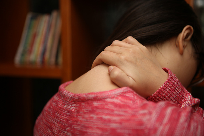 Thấy 6 dấu hiệu lạ này ở cổ họng, bạn phải tới bác sĩ ngay bởi có thể đã mắc ung thư thực quản - Ảnh 2.