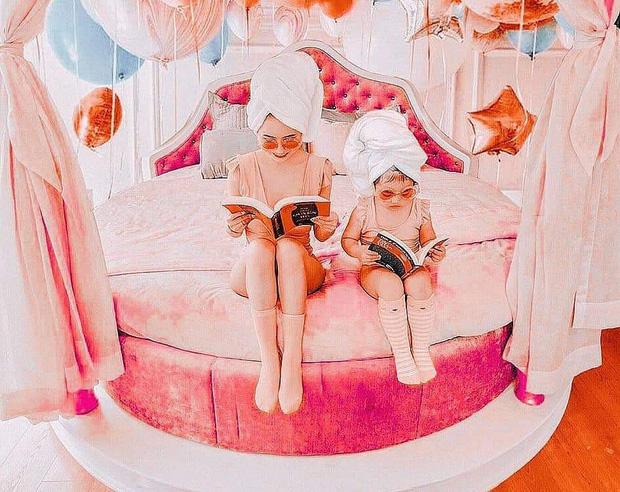 """Mina Phạm vợ hai Minh Nhựa dù thị phi nhưng vẫn có thể là lựa chọn tham khảo của nhiều mẹ khi muốn chụp ảnh đôi """"chất lừ"""" với con gái yêu  - Ảnh 2."""