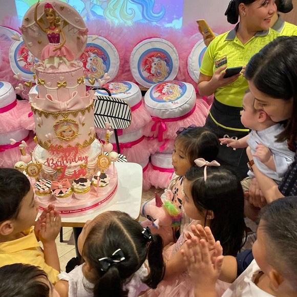 """Không chỉ xinh như công chúa trong tiệc sinh nhật 4 tuổi, con gái """"Mỹ nhân đẹp nhất Philippines"""" còn được nhận điều đáng ghen tị này - Ảnh 4."""