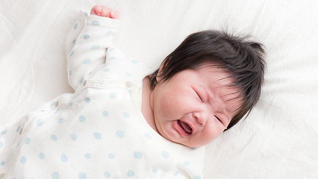 Chuyên gia giải đáp hiện tượng các bé cứ mẹ bế thì ngủ tít mà hễ đặt nằm là lại tỉnh như sáo  - Ảnh 1.