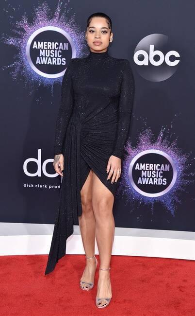 Thảm đỏ American Music Awards 2019: Selena Gomez tái xuất với vòng 1 căng đầy chặt chém dàn mỹ nhân Hollywood - Ảnh 5.