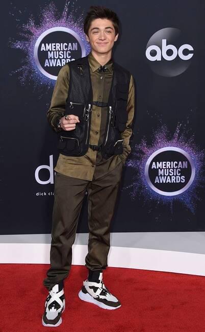 Thảm đỏ American Music Awards 2019: Selena Gomez tái xuất với vòng 1 căng đầy chặt chém dàn mỹ nhân Hollywood - Ảnh 6.