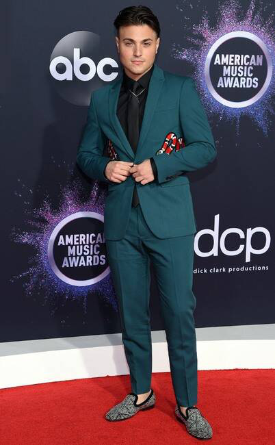 Thảm đỏ American Music Awards 2019: Selena Gomez tái xuất với vòng 1 căng đầy chặt chém dàn mỹ nhân Hollywood - Ảnh 10.