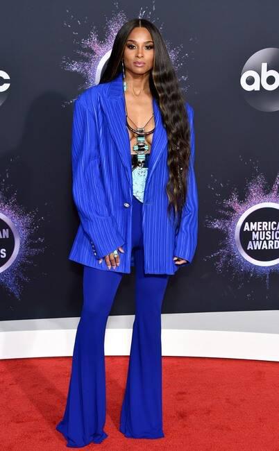Thảm đỏ American Music Awards 2019: Selena Gomez tái xuất với vòng 1 căng đầy chặt chém dàn mỹ nhân Hollywood - Ảnh 17.