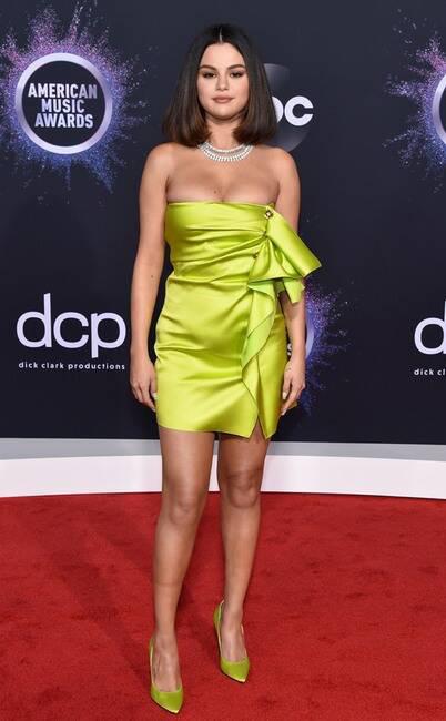 Thảm đỏ American Music Awards 2019: Selena Gomez tái xuất với vòng 1 căng đầy chặt chém dàn mỹ nhân Hollywood - Ảnh 3.