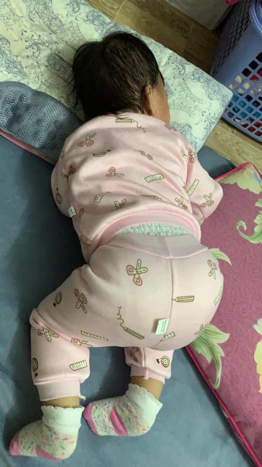 Bà mẹ lầy lội đặt caption cho từng dáng ngủ của con khiến ai nấy cười tít mắt vì quá đáng yêu - Ảnh 10.