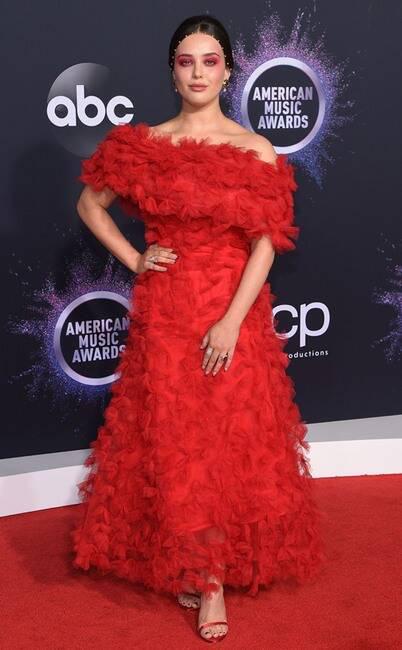 Thảm đỏ American Music Awards 2019: Selena Gomez tái xuất với vòng 1 căng đầy chặt chém dàn mỹ nhân Hollywood - Ảnh 26.