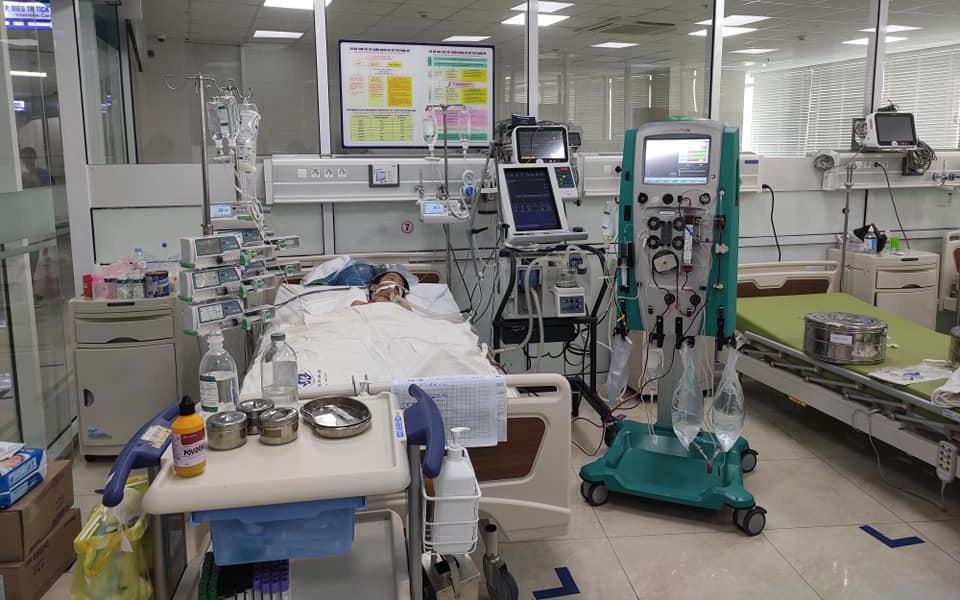 Chỉ sau một cơn sốt nhẹ, bệnh nhi mắc suy hô hấp cấp tiến triển phải áp dụng kỹ thuật siêu lọc máu để cứu sống