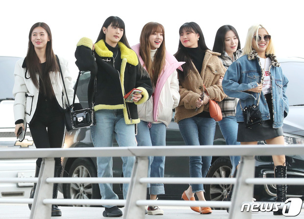 Dàn sao đình đám xứ Hàn đổ bộ sân bay Nội Bài chuẩn bị dự lễ trao giải AAA 2019: Một loạt tên tuổi lớn cùng đặt chân đến Việt Nam, fan hâm mộ tưng bừng chào đón - Ảnh 5.
