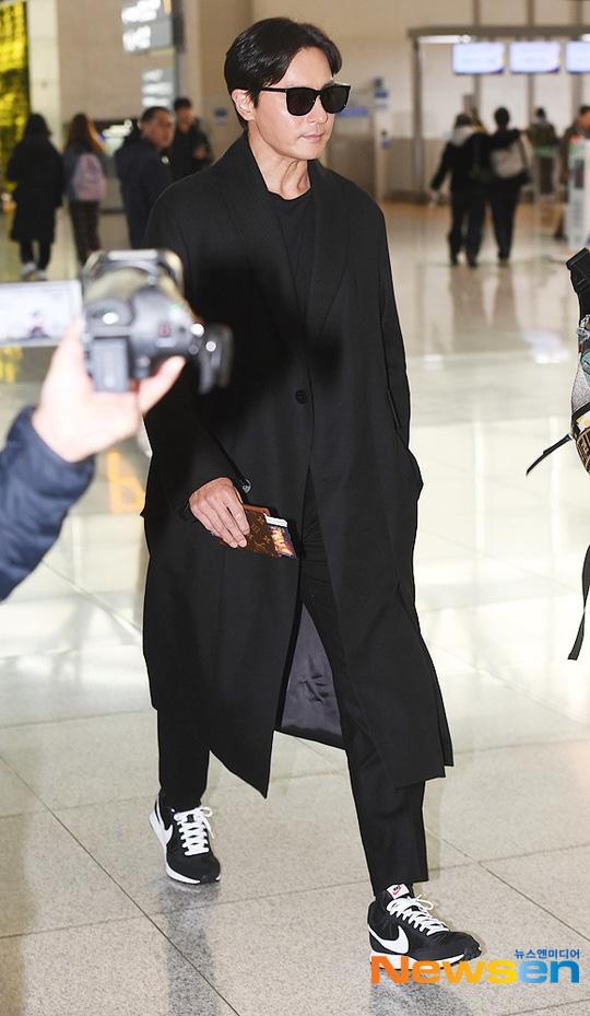 Dàn sao khủng xuất hiện ở sân bay Incheon, Hàn Quốc chuẩn bị đổ bộ Việt Nam tham dự AAA 2019: Yoona buồn nhưng vẫn xinh đẹp, không khí nặng nề tràn ngập - Ảnh 6.