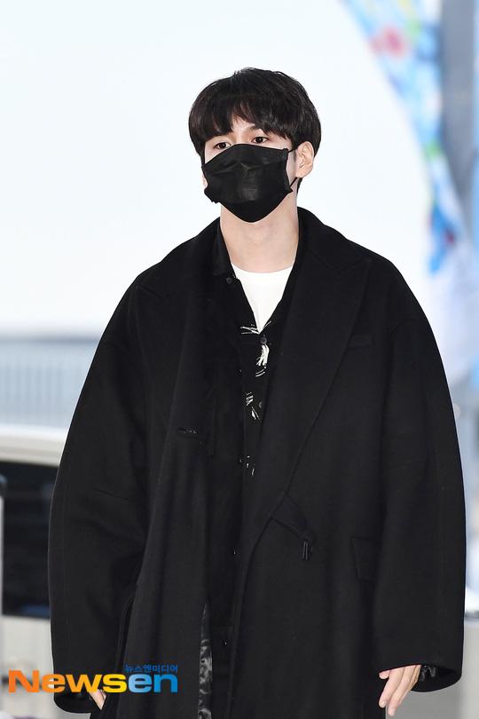 Dàn sao khủng xuất hiện ở sân bay Incheon, Hàn Quốc chuẩn bị đổ bộ Việt Nam tham dự AAA 2019: Yoona buồn nhưng vẫn xinh đẹp, không khí nặng nề tràn ngập - Ảnh 14.