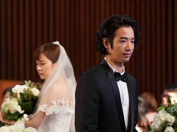Trước hôn lễ nhận được clip nhạy cảm của chồng và người yêu cũ, cô dâu mặt không đổi sắc quay sang nói mấy câu khiến chú rể bật khóc - Ảnh 2.