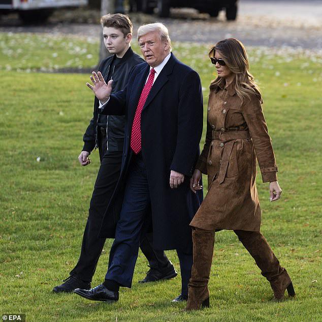 Quý tử nhà Trump hiếm hoi xuất hiện, chiếm hết spotlight với vẻ đẹp tựa nam thần cùng chiều cao khủng khó ai sánh kịp - Ảnh 1.