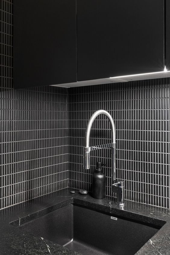 Những ý tưởng trang trí nhà bếp màu đen siêu ấn tượng - Ảnh 1.