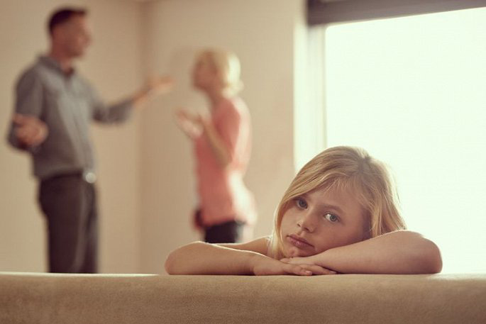 Cha mẹ cãi nhau ảnh hưởng đến sự phát triển của con trẻ thế nào? - Ảnh 2.