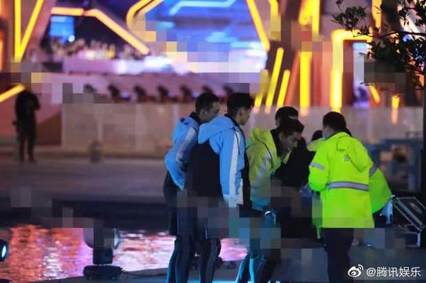 Những nghề nghiệp của giới nghệ sĩ: Cao Dĩ Tường đột tử, Selina (S.H.E) cháy phỏng mặt, Onew (SHINee) suýt mất mạng - Ảnh 3.
