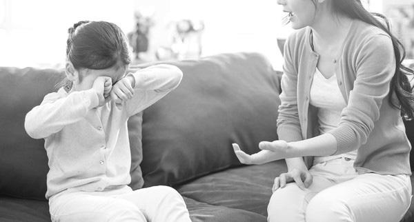 """Thấy quần lót của con gái 9 tuổi dính máu, mẹ đưa đi khám mới hoảng hốt khi bác sĩ lôi ra thứ này từ """"vùng kín"""" đứa trẻ - Ảnh 1."""