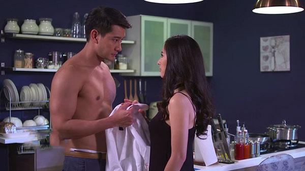 Chồng dẫn người tình vào khách sạn tắm uyên ươm nhưng vừa nhìn thấy thân hình nóng bỏng ấy bước vào bồn tắm mà chồng tái mặt kinh hãi - Ảnh 2.