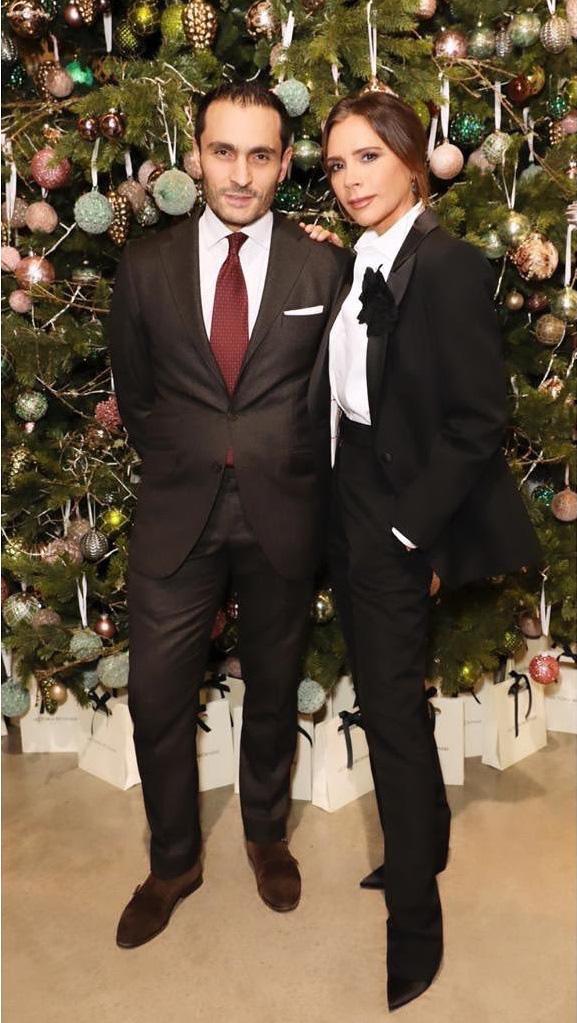 Mặc kệ hãng thời trang làm ăn thất bát, Victoria Beckham vẫn lên đồ sành điệu đi sự kiện và mở thêm dòng mỹ phẩm mới - Ảnh 3.