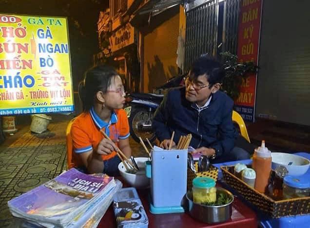 Bị lạc đường, bé gái nhất quyết không hỏi người dân mà đạp 1 mạch từ Hải Dương lên Hà Nội, biết lý do ai nấy đều phì cười - Ảnh 3.