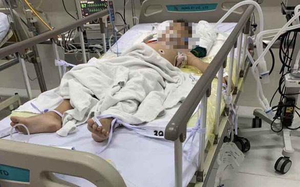 """Học theo trò """"thắt cổ nhưng vẫn thở được"""" trên Youtube, bé trai suýt mất mạng - Ảnh 2."""