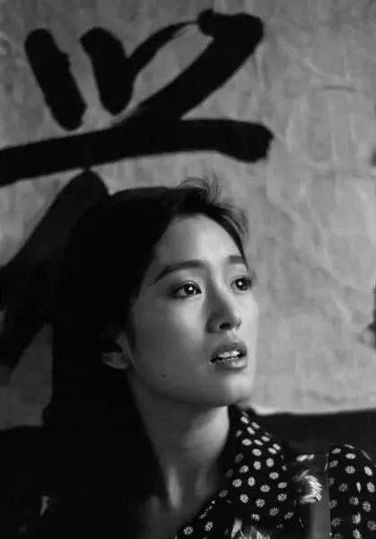 """Nhìn lại loạt ảnh tuổi 20 của Củng Lợi, người từng được giới báo chí nước ngoài gọi là """"người phụ nữ đẹp nhất phương Đông"""" - Ảnh 6."""