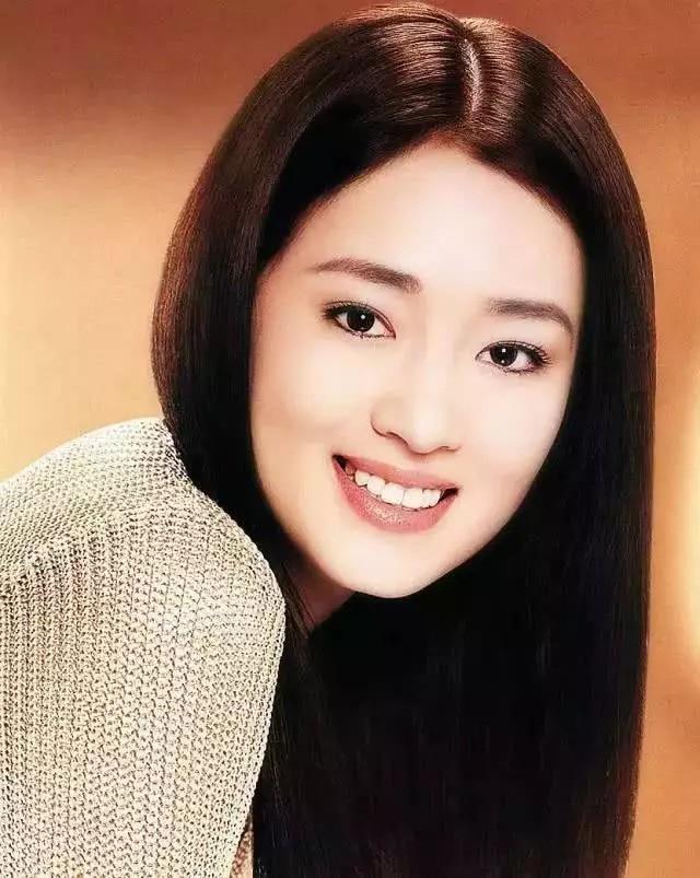 """Nhìn lại loạt ảnh tuổi 20 của Củng Lợi, người từng được giới báo chí nước ngoài gọi là """"người phụ nữ đẹp nhất phương Đông"""" - Ảnh 8."""