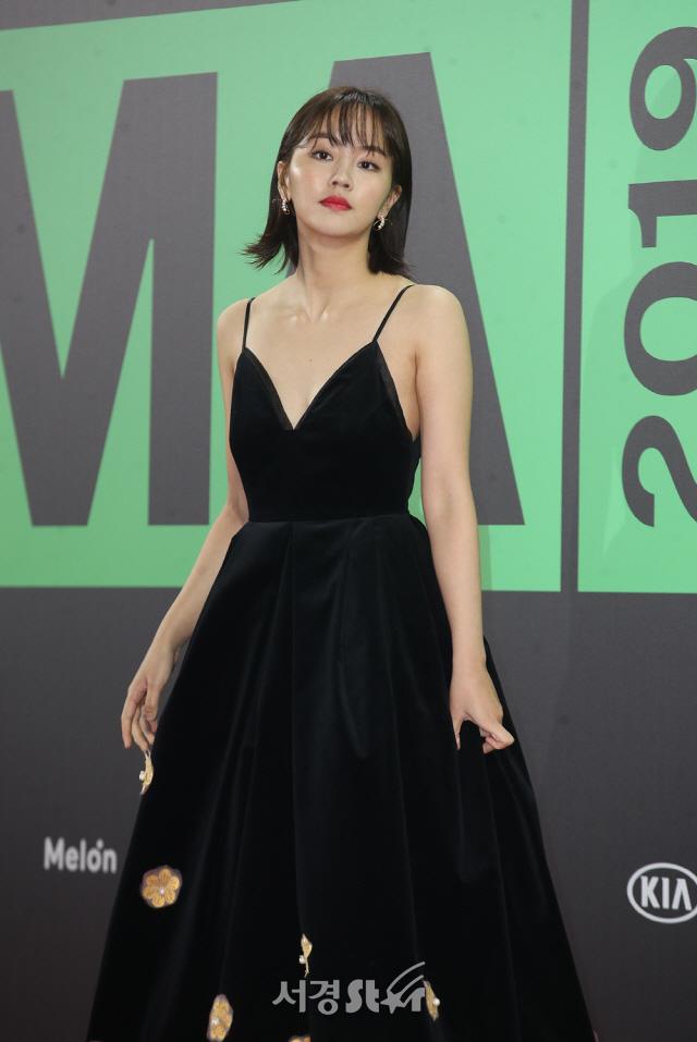"""Thảm đỏ """"rình rang"""" nhất làng giải trí Hàn Quốc hôm nay: Loạt nữ thần Kpop thế hệ mới đọ sắc nhưng nhân vật được mong chờ nhất lại là các anh chàng này - Ảnh 2."""