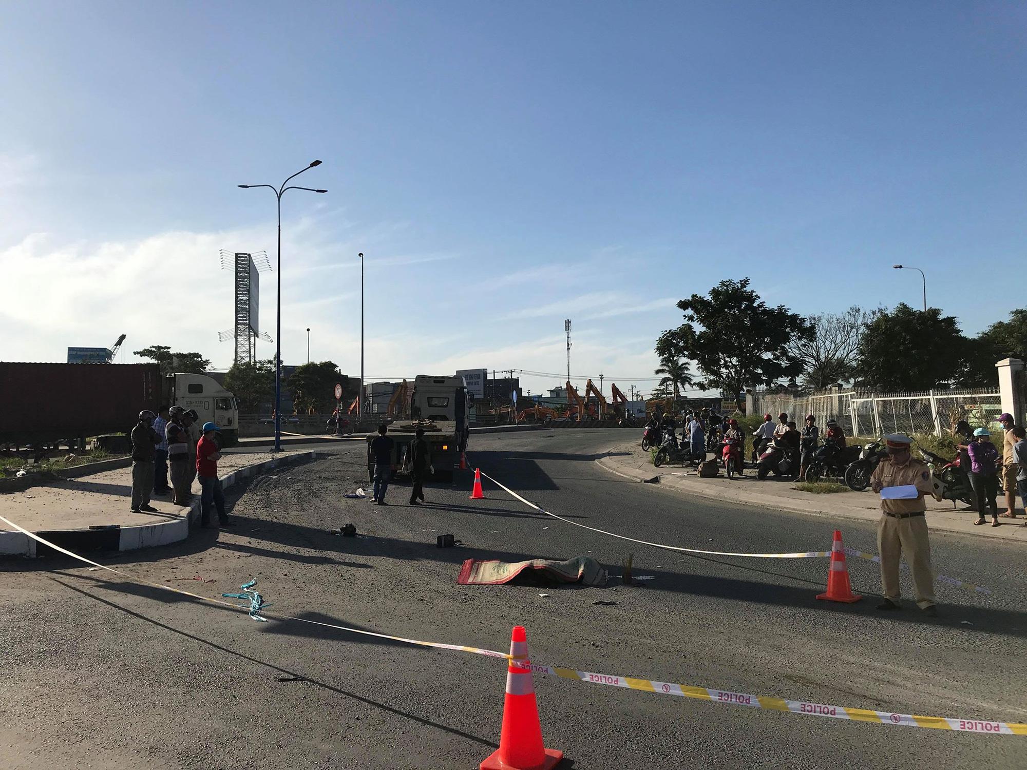 Bị container cán, nữ công nhân tử vong khi đang trên đường đi làm - Ảnh 2.