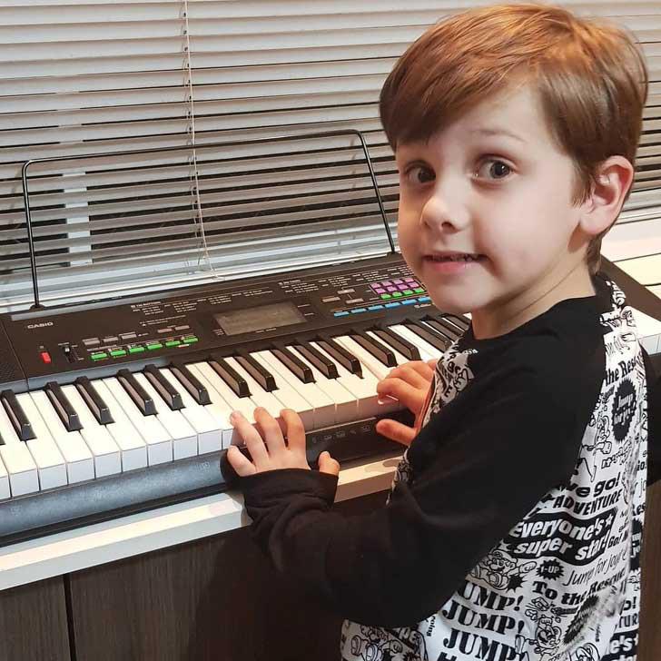 Cậu bé từng bị đánh giá là chậm nói nhưng 7 tuổi đã thành thạo 9 thứ tiếng - Ảnh 4.