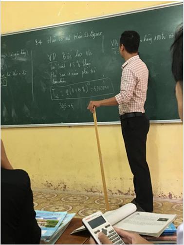 Đang học về Hàm số, thầy giáo Toán bỗng lấy 1 ví dụ siêu lầy lội minh hoạ cho bài giảng khiến học sinh cười té ghế - Ảnh 2.