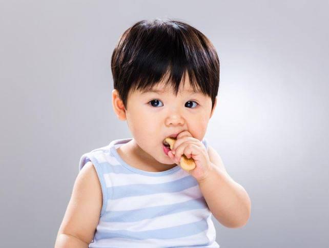 Tìm thấy chất gây ung thư gan thận, đột biến gen có trong bim bim: Vậy trẻ ăn vặt như thế nào mới là đúng cách? - Ảnh 4.