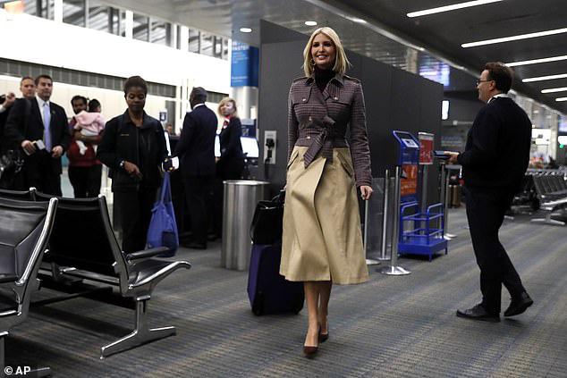 Ái nữ Tổng thống Trump biến sân bay thành sàn diễn khi diện set đồ sành điệu hơn 70 triệu đồng khoe eo thon dáng chuẩn - Ảnh 2.