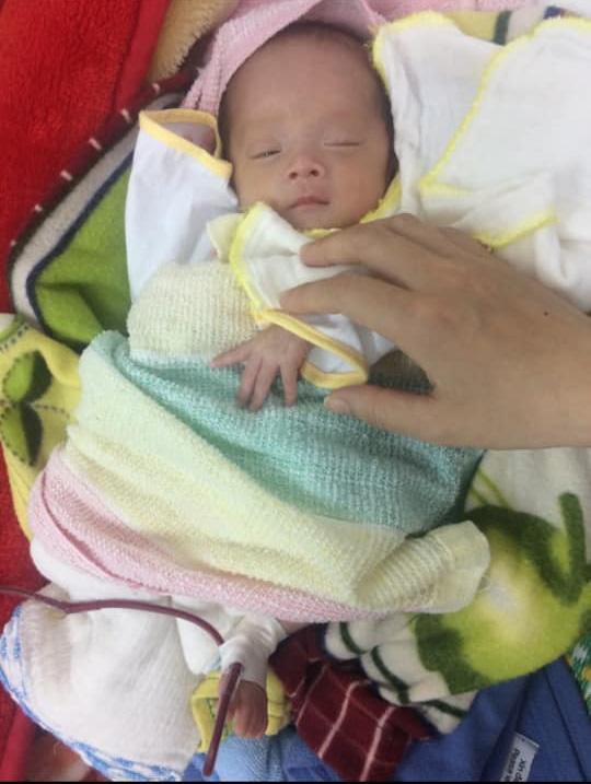"""Nhật ký 1 năm nuôi con sinh non nặng 1,3kg, đi """"nghỉ dưỡng"""" ở viện nhiều hơn ở nhà của mẹ Nghệ An - Ảnh 4."""