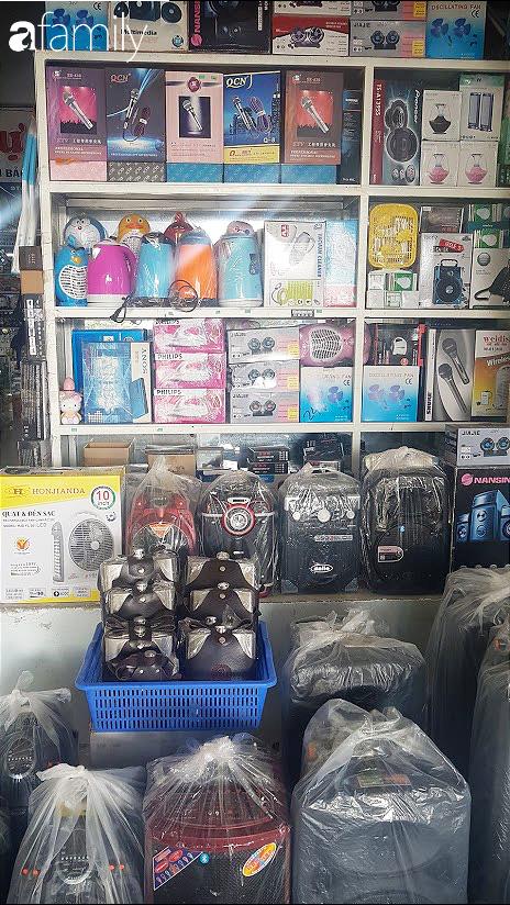 """Cuối năm, """"săn"""" hàng Thái Lan sang xịn giá hời ở chợ Lao Bảo, có những mặt hàng giá chỉ bằng một nửa thị trường - Ảnh 4."""