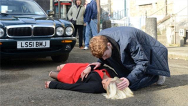 Sơ cứu người bị tai nạn giao thông: Nếu không biết xin đừng di chuyển! - Ảnh 4.