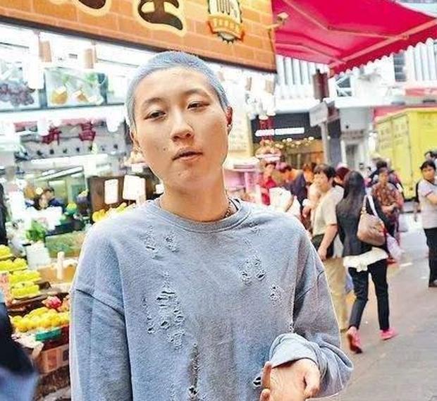 Cuộc sống trụy lạc của Thành Long: Ngoại tình, bỏ rơi con cái, ngủ với hàng tá gái mại dâm còn công khai sàm sỡ cả Châu Tấn, Kim Hee Sun   - Ảnh 10.