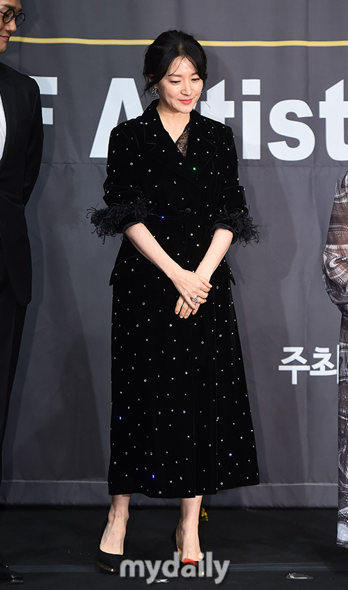 """""""Nàng Dea Jang Geum"""" Lee Young Ae lộ nếp nhăn lão hóa, mặt chảy sệ nhưng khí chất nữ thần vẫn không ai có thể vượt qua  - Ảnh 2."""