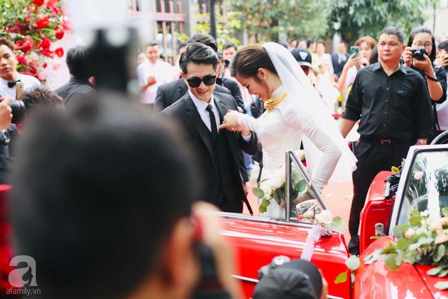 Cô dâu Đông Nhi diện áo dài trắng tinh khôi như nữ sinh, khác biệt duy nhất chắc là loạt trang sức hồi môn siêu khủng - Ảnh 5.