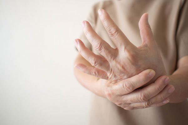 """10 biểu hiện bất thường trên tay đang ngầm """"tố cáo"""" hàng loạt vấn đề sức khỏe mà bạn không ngờ đến - Ảnh 4."""