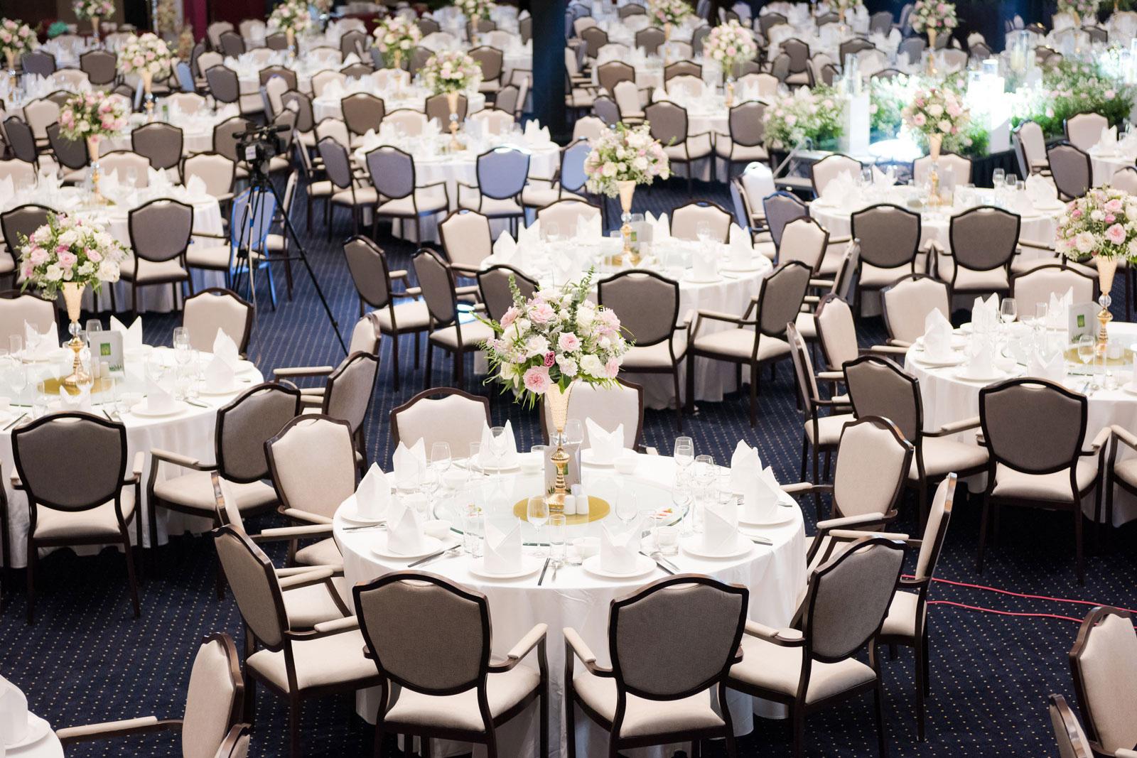 Không gian tiệc cưới như cổ tích tại FLC Hạ Long- Khách sạn Hội nghị hàng đầu châu Á - Ảnh 2.