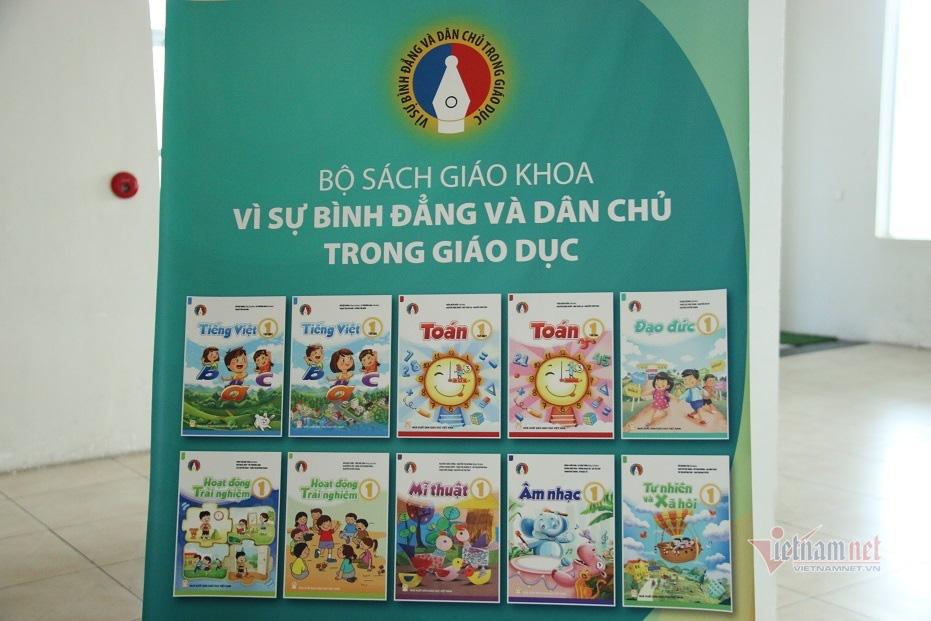 Ra mắt 4 bộ sách giáo khoa lớp 1 biên soạn theo chương trình mới - Ảnh 1.