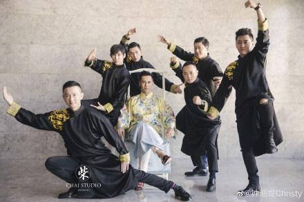 Kỷ niệm 3 năm về chung một nhà, Chung Lệ Đề chia sẻ loạt ảnh cưới trước đó chưa từng tiết lộ với chồng kém 12 tuổi - Ảnh 6.