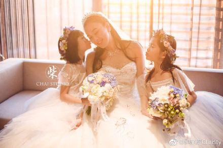 Kỷ niệm 3 năm về chung một nhà, Chung Lệ Đề chia sẻ loạt ảnh cưới trước đó chưa từng tiết lộ với chồng kém 12 tuổi - Ảnh 7.